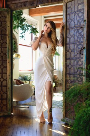 Guillaumette independent escort